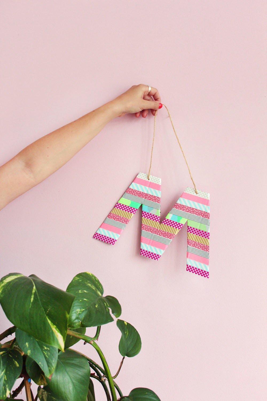 Makerist-Basteln-mit-Kindern-50-DIY-Projekte-Buchstaben-Schild-mit-Tape