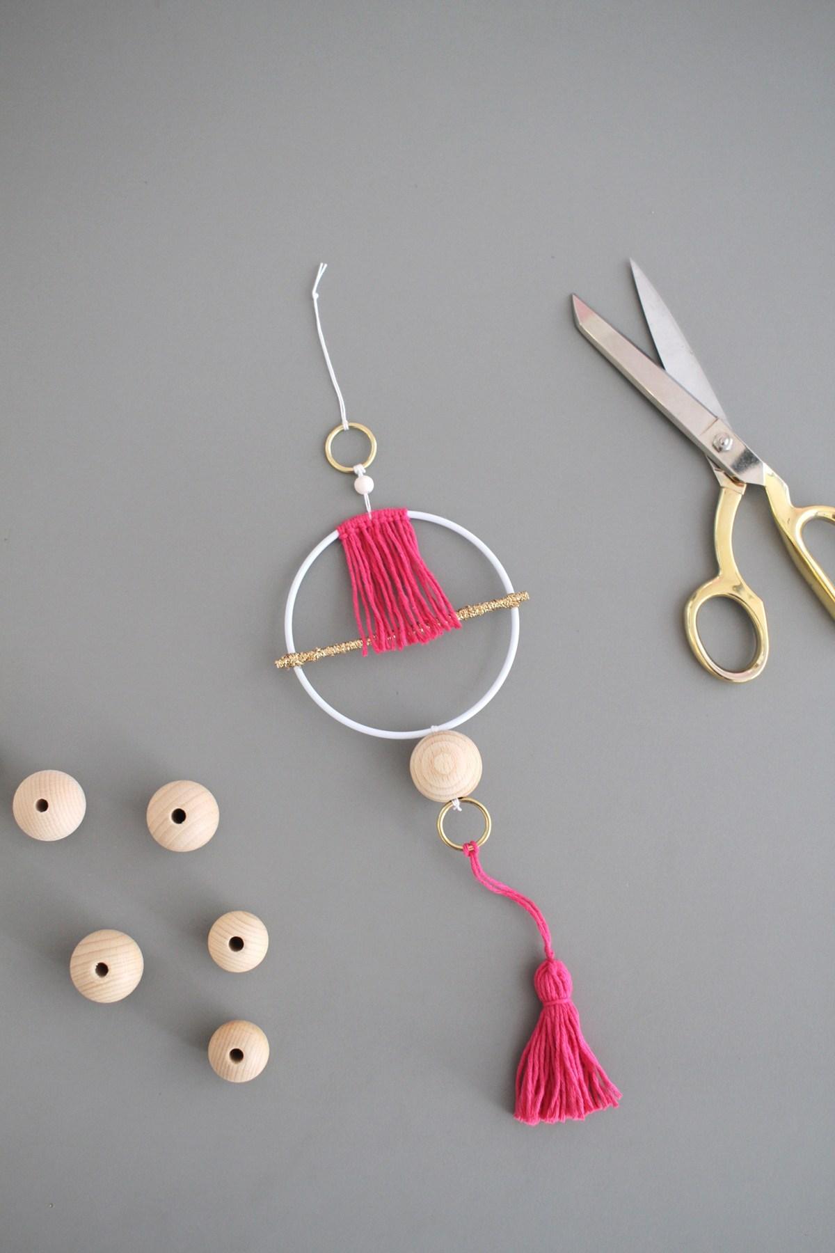 Makerist-Basteln-mit-Kindern-50-DIY-Projekte-Geometrischer-Wandschmuck