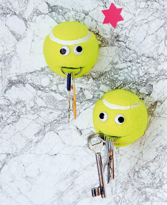 Aus-Alt-mach-Neu-15-Upcycling-Geschenke-für-Weihnachten-Schlüsselhalter-aus-Tennisbällen-1