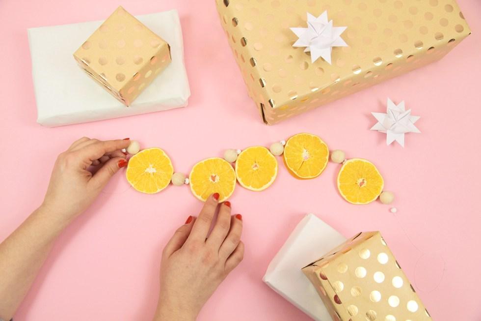 Makerist-Weihnachtsdeko-selbermachen-Orangen-Kette-basteln-1