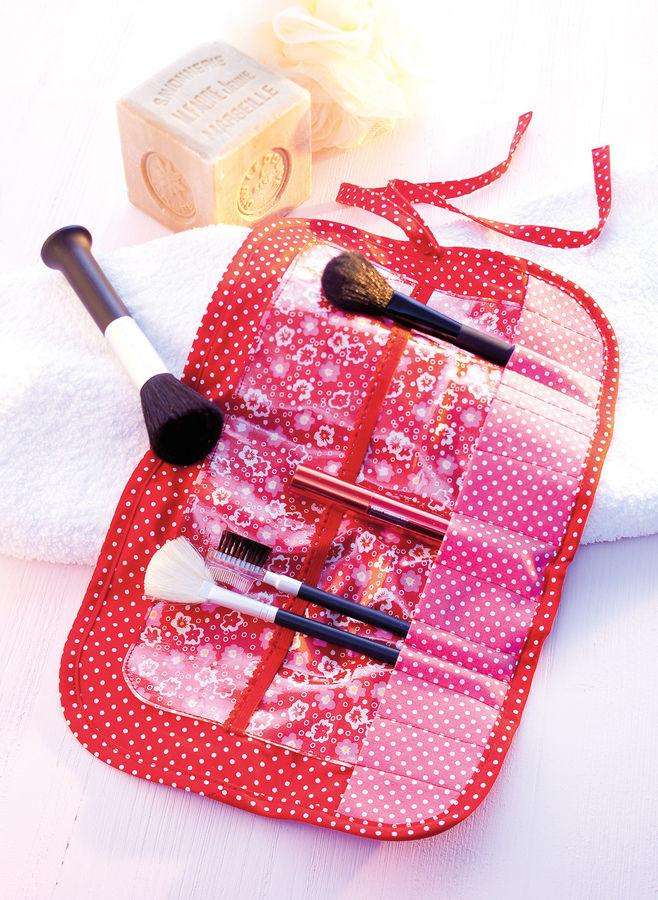 Makerist-Magazin-13-Last-Minute-DIY-Weihnachtsgeschenke-Pinseltasche