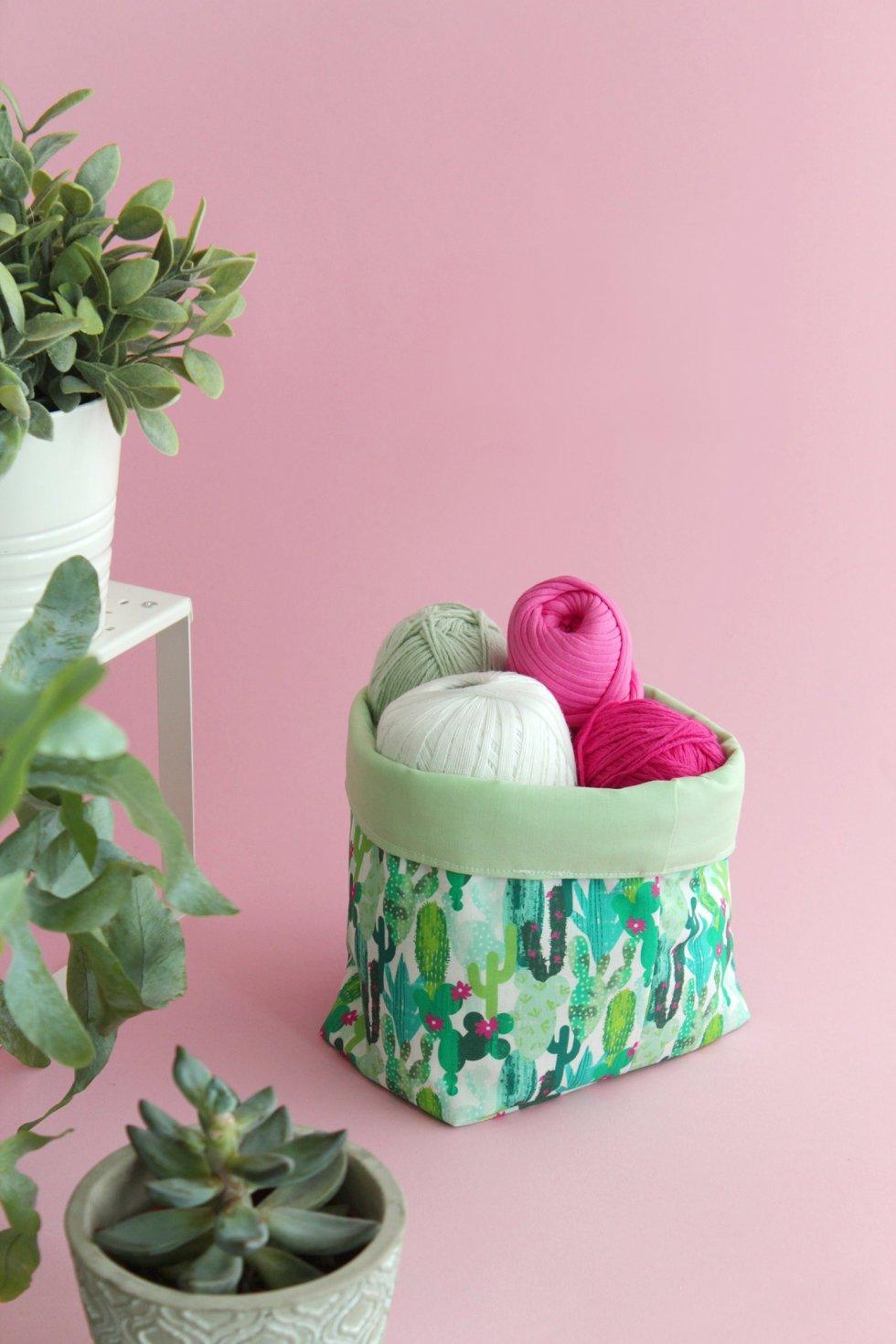 Makerist-Deko-selber-machen-15-tolle-Wohnaccessoires-für-Zuhause-Stoffutensilo-nähen