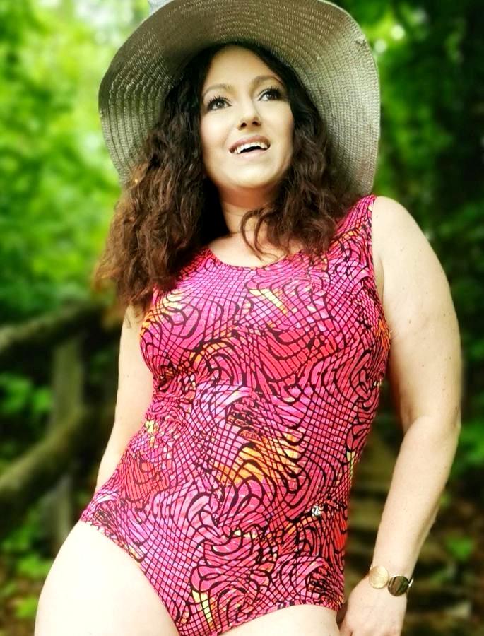 Makerist-Bikini-Badeanzug-und-Co-selber-nähen-17-Anleitungen-für-den-Sommer-Badeanzug-regulär