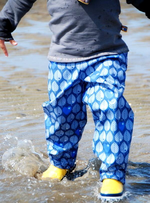 Makerist-Outdoorkleidung-selber-naehen-15-Anleitungen-fuer-jedes-Wetter-Mini-Softshellhose-Kinder