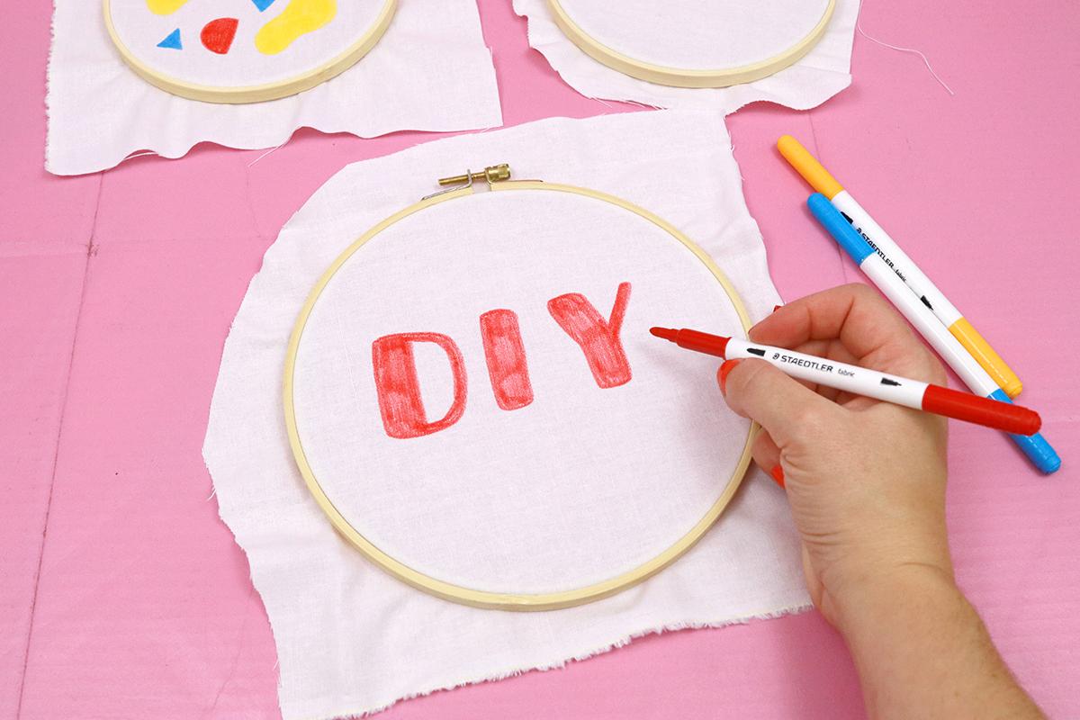 Makerist-DIY-Stickrahmen-mit-Textilfasermalern-und-Stickerei-gestalten-7