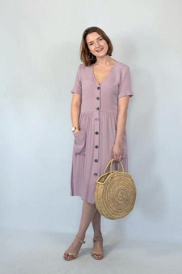 Makerist-Tolle-Naehprojekte-fuer-Anfaengerinnen-17-einfache-Anleitungen-Kleid-mit-Knoepfen