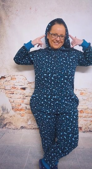 Makerist-gemuetliche-Homewear-selber-naehen-13-tolle-Anleitungen-Hausanzug-Einteiler-1