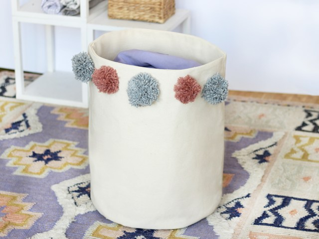 Wäschekorb mit Pompons selber nähen