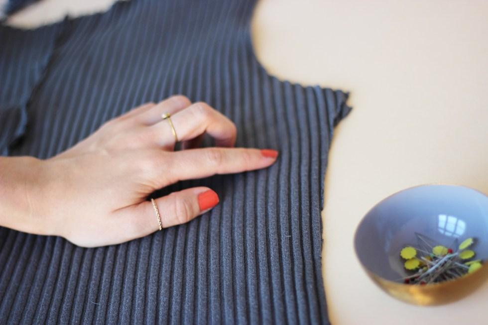 Rollkragenpullover-Seitennaht-schliessen