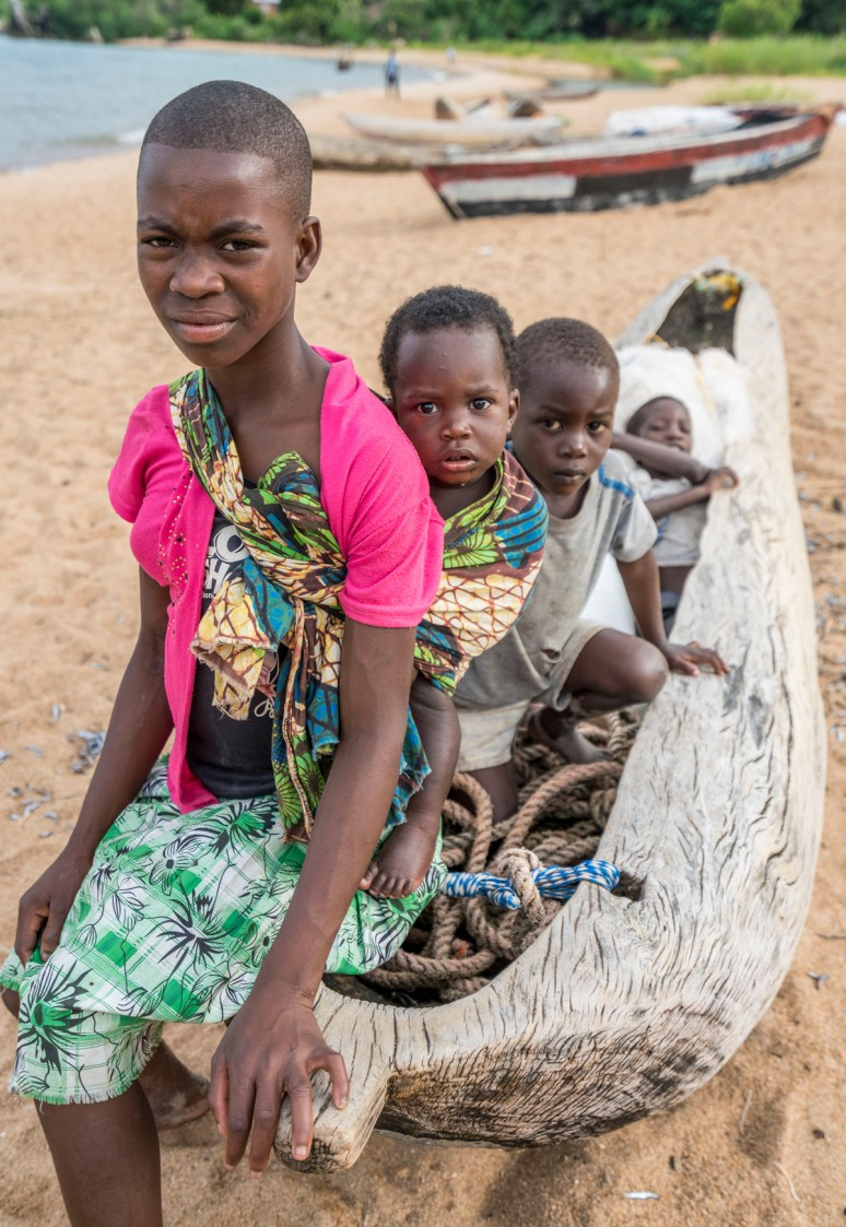 Lake-Malawi children