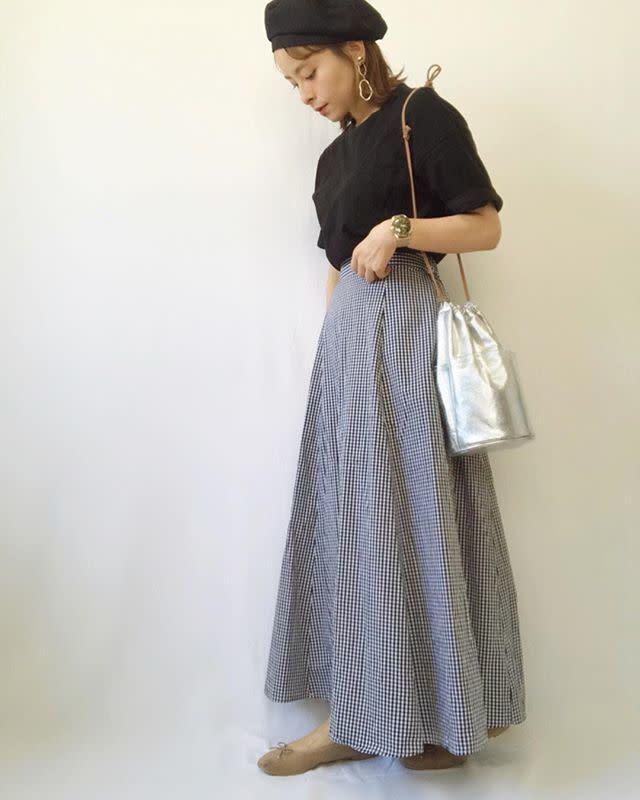ミディ丈・ミモレ丈・マキシ丈の違いは? 人気のスカート丈をわかりやすくご紹介します!/足首まである人気のマキシスカートはカジュアルに