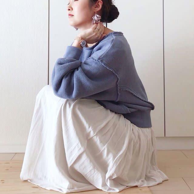b6e34592b9ec1 冬の終わりにぴったり! 白いロングスカートで爽やかな着こなし9選 ...