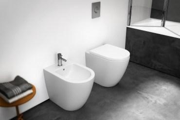 sostituire il sedile copri wc