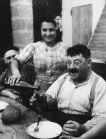 Vigneron en gironde, 1945 - © Willy Ronis