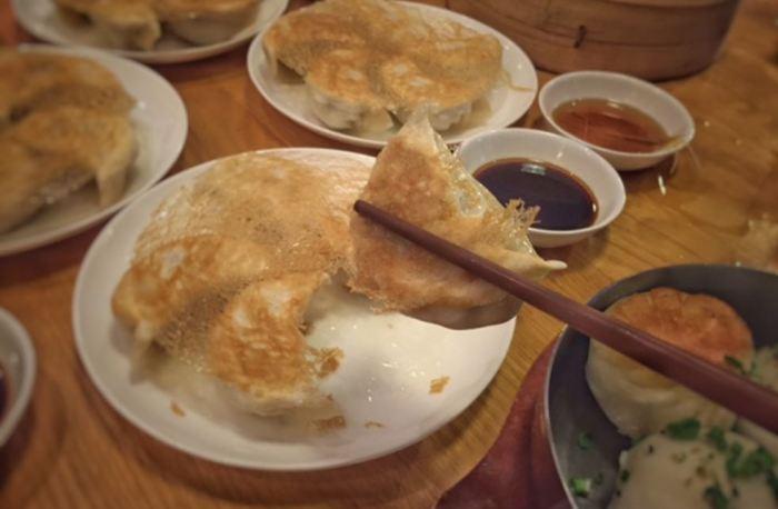 Pan-Fried Pork Dumplings With a Crispy Golden Net | foodpanda Magazine