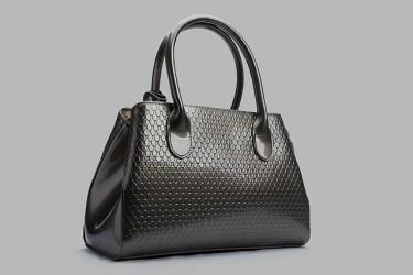 男女関係なく、就活生の9割以上が〇色のかばんを選択