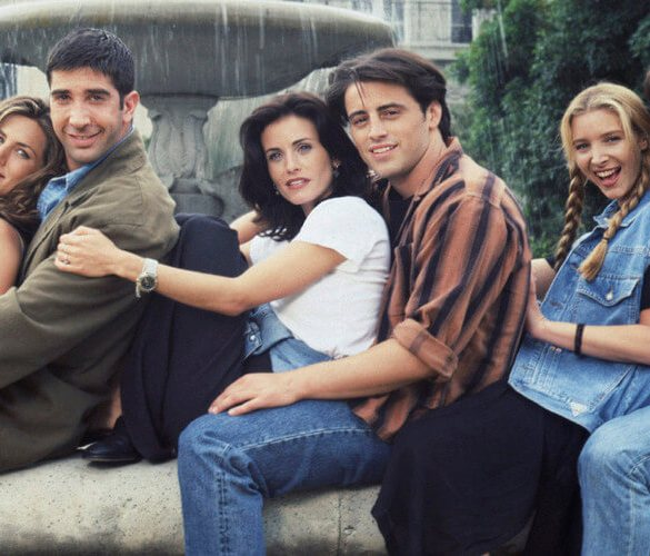 FRIENDS -- Season 1 -- Pictured: (l-r) Jennifer Aniston as Rachel Green, David Schwimmer as Ross Geller, Courteney Cox as Monica Geller, Matt LeBlanc as Joey Tribbiani, Lisa Kudrow as Phoebe Buffay, Matthew Perry as Chandler Bing -- (Photo by Reisig & Taylor/NBC/NBCU Photo Bank via Getty Images)