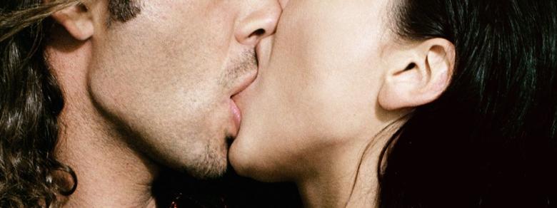Bacio alla Francesce: Come si Bacia con la Lingua?