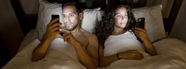 Italiani e smartphone: crea crisi in una coppia su tre