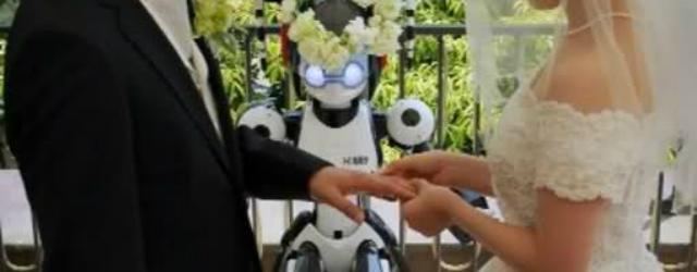 Nozze giapponesi celebrate da un robot
