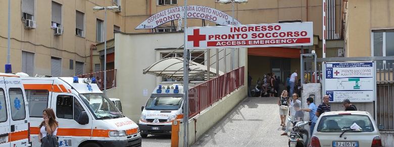Rapporti intimi nel bagno di un ospedale di Napoli: scoperta un'alcova