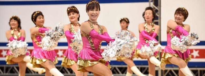 Settantenni cheerleaders per passione