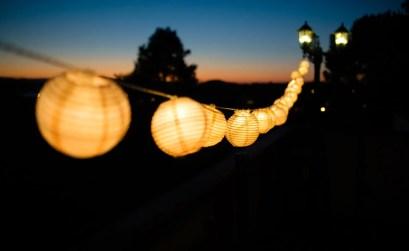 lampade da esterno - filare di lanterne in carta