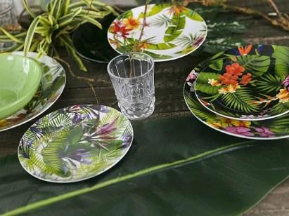 Villa d'Este punta sul colore dei fiori tropicali.