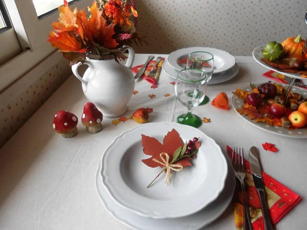 tavola autunnale - foglie segnaposto