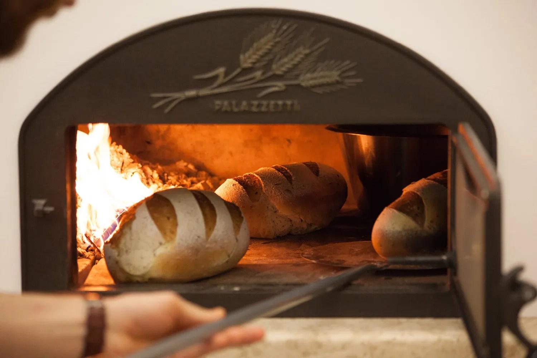 Forno A Legna Con Camino cottura al forno a legna con il barbecue - palazzetti magazine