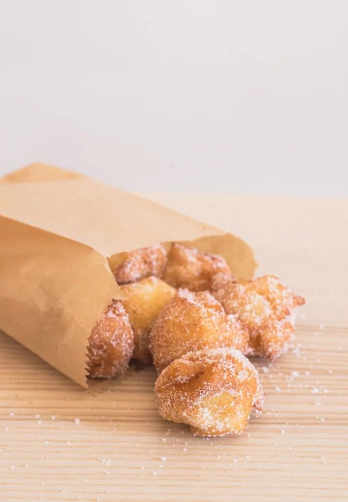 Frittelle di Carnevale facili alle mele e ricotta - la ricetta veloce!