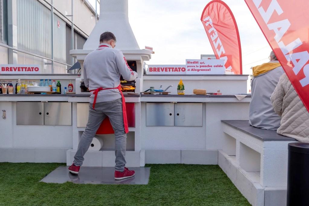 nuovo barbecue alegranza palazzetti in giardino - presentato a progetto fuoco 2020 verona