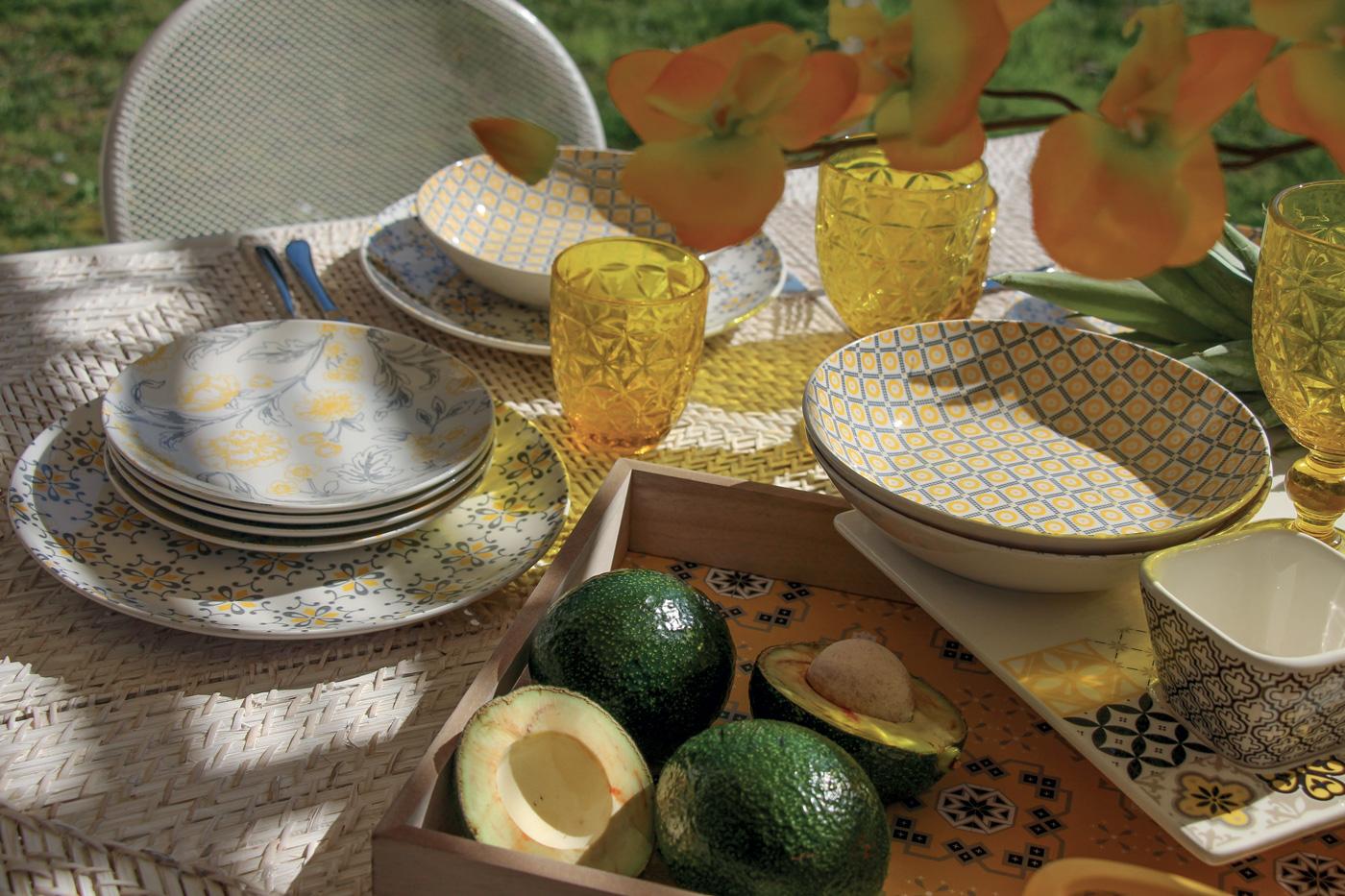 tavola pastello - servizio piatti tognana giallo - linea moon garden