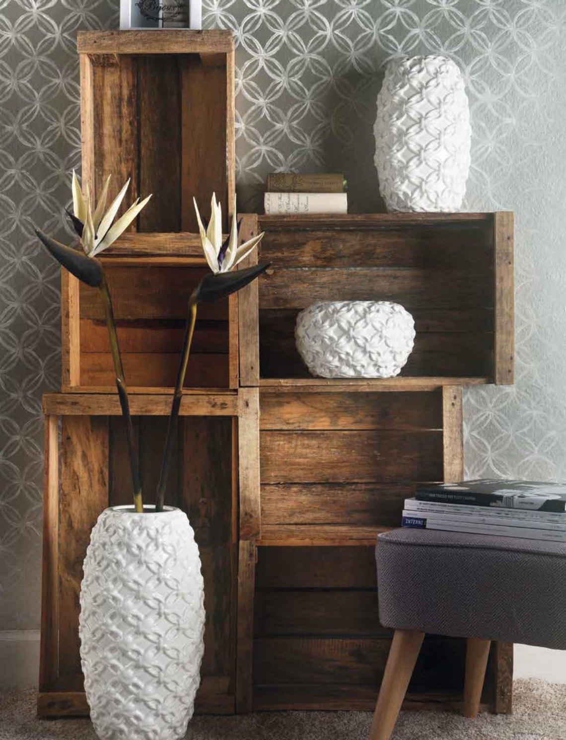 tavolini-originali - parete con cassette di legno e vasi