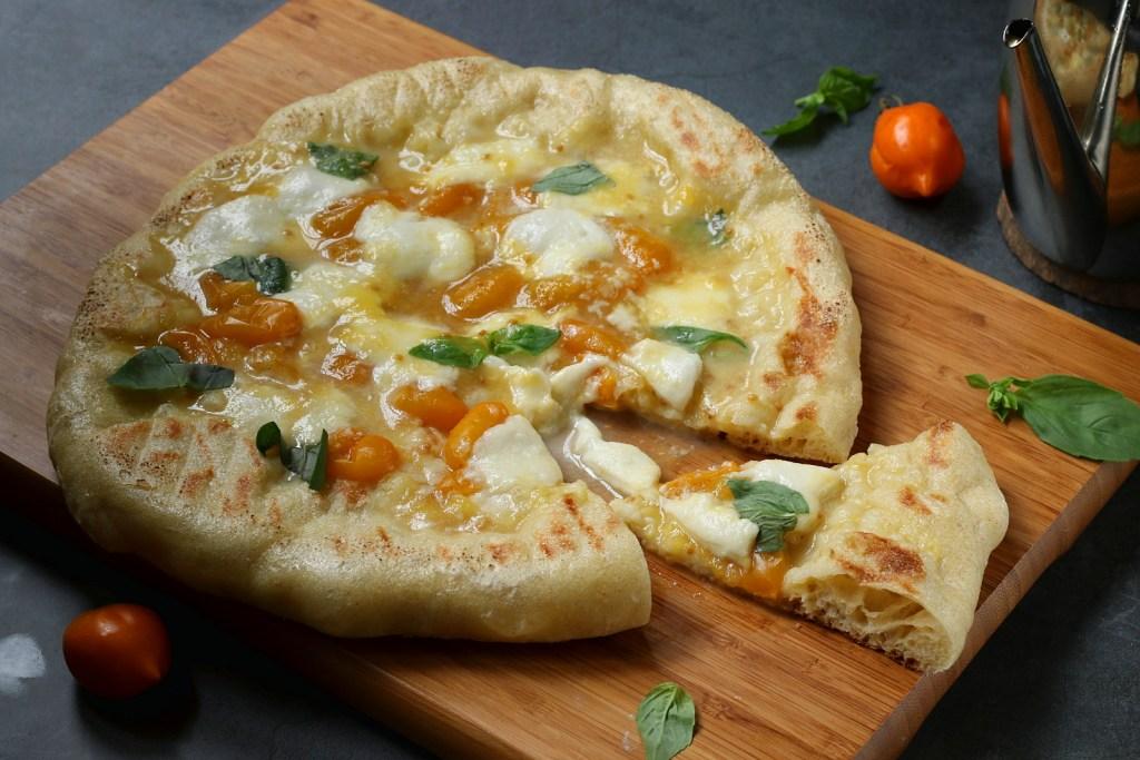 pizza con pomodorini gialli
