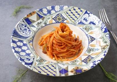 Spaghettoni con le acciughe