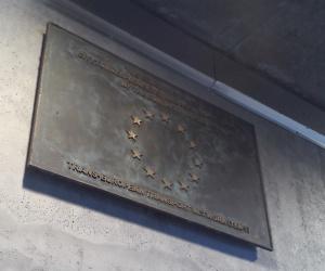 station-plaque
