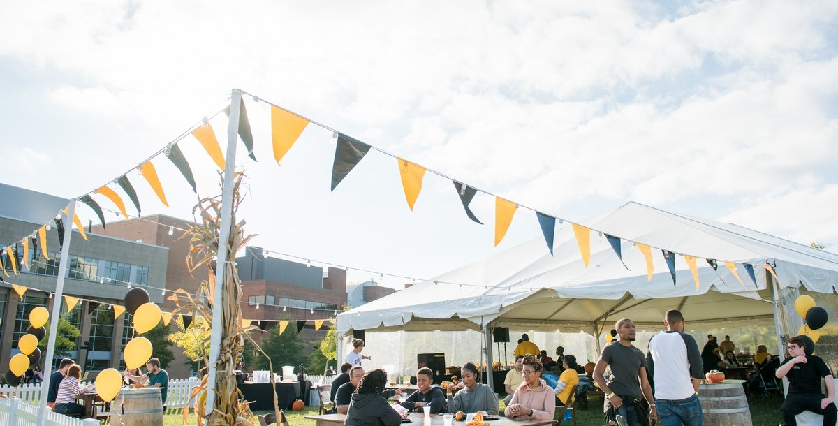 picture of alumni tent and decorations