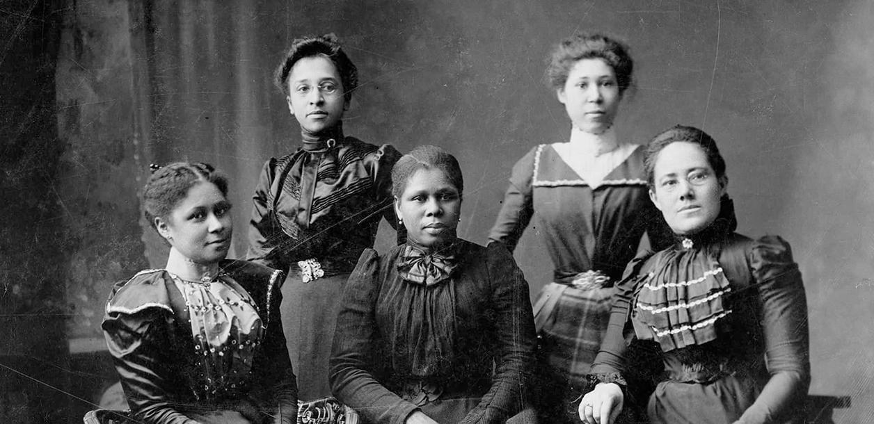 Five women officers of the Women's League in Newport, Rhode Island, c. 1899, Source: National Women's History Museum.