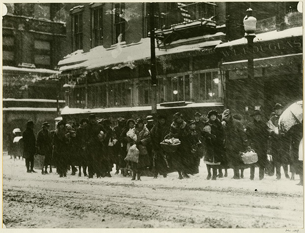 Old photo of shoppers in snowy weather