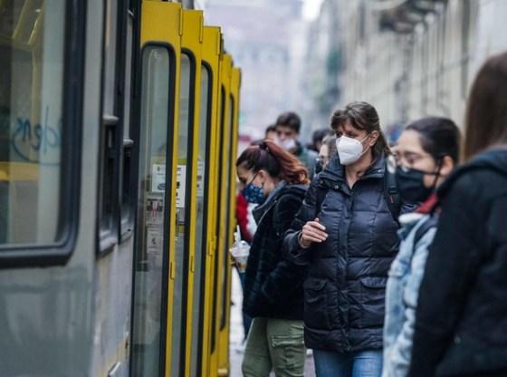 La foto mostra i nuovi bus inclusivi di Torino