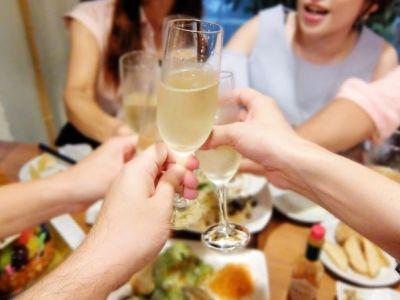 合コンではカクテルで乾杯したい!?女性の理想の乾杯酒を聞きました