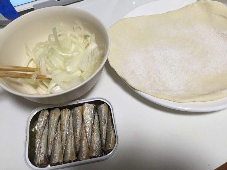 手作りピザ オニオン&オイルサーディン