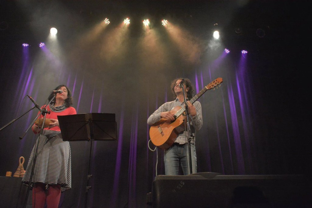 Performance of the Karma Duo in the theater, during the last month of July. Photo: Taken from the artist's Facebook profile.