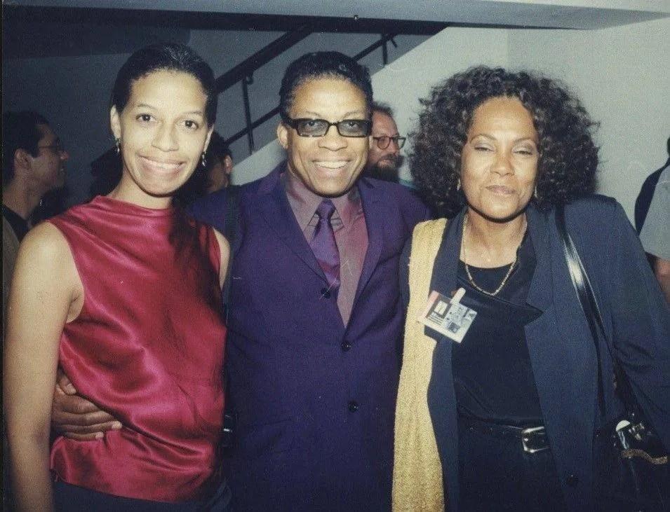 Rosa Marquetti junto a Ivet Frontela y Herbie Hancock. Foto: Archivo personal de Rosa Marquetti.