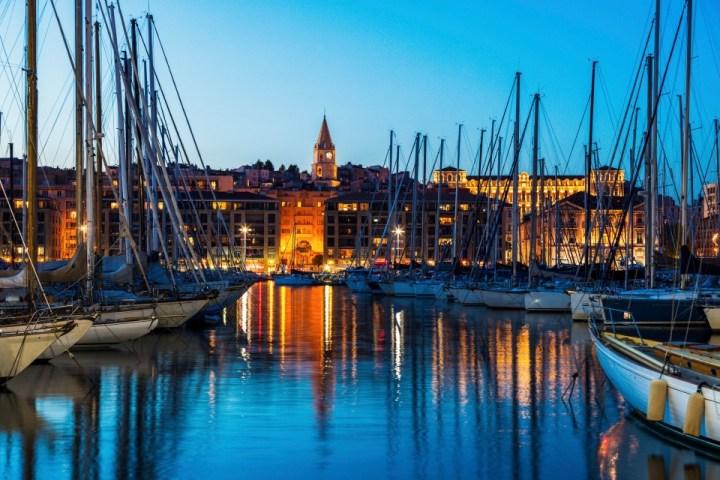 Barche sull'acqua del Vieux Port di Marsiglia, Francia.