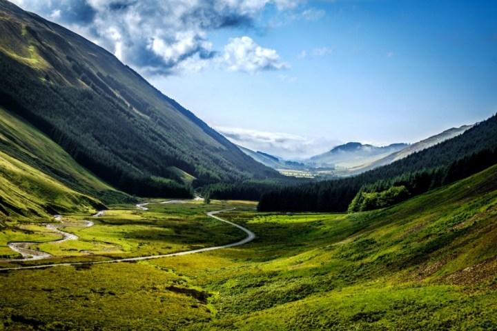 Paesaggio verdeggiante delle Moffat Hills al confine tra Scozia e Inghilterra