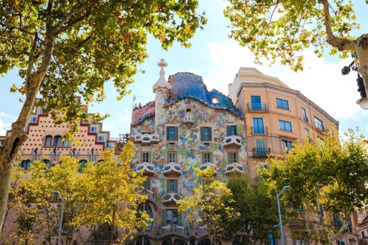 Facciata esterna di Casa Batlló a Barcellona, disegnata da Antoni Gaudí.