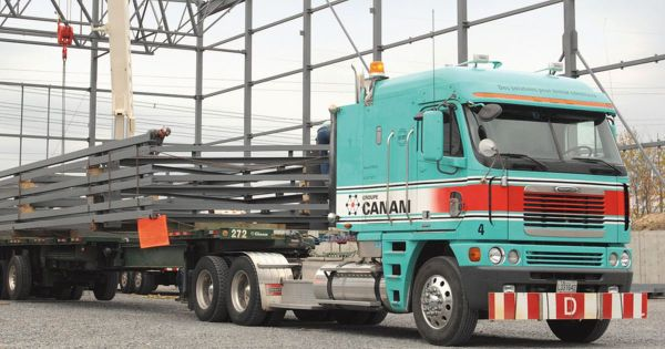 Camion de transport de Groupe Canam