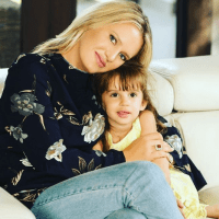 Beautiful Clicks of Wasim Akram with his wife Shaniera and his beautiful daughter Aiyla (8)